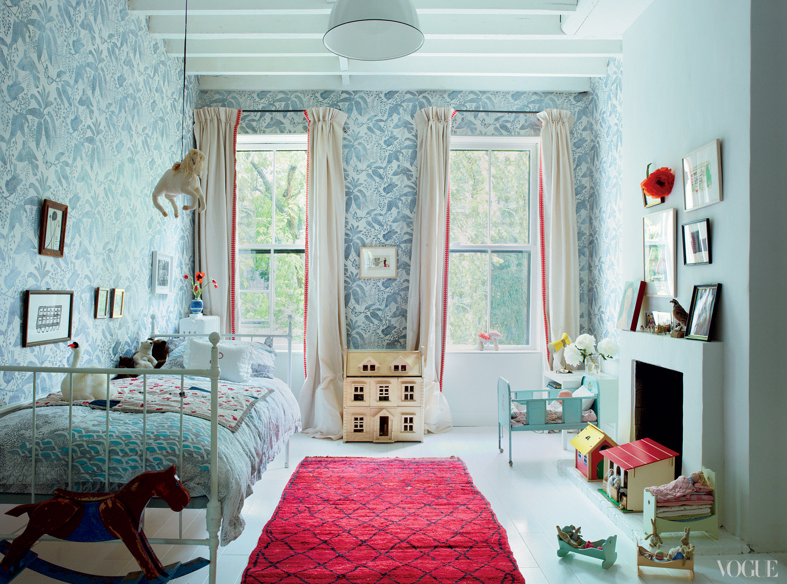 Brooklyn apartment of Miranda Brooks and Bastien Halard, Vogue Jan 2013, photo by Francois Halard